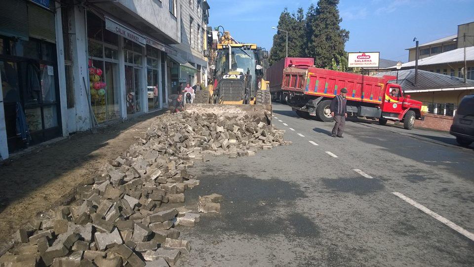 Atatürk Caddesi Tretuvar Çalışması Devam Ediyor